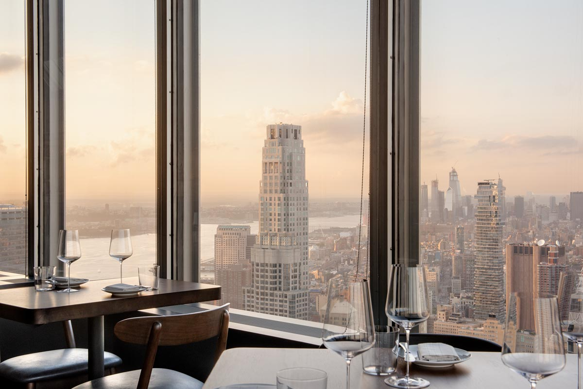 Manhatta Restaurant, view of New York City at dusk